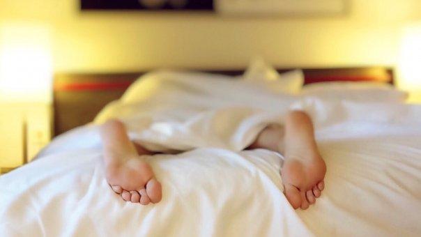 Ce probleme pot afecta persoanele care dorm mai putin de 8 ore pe noapte